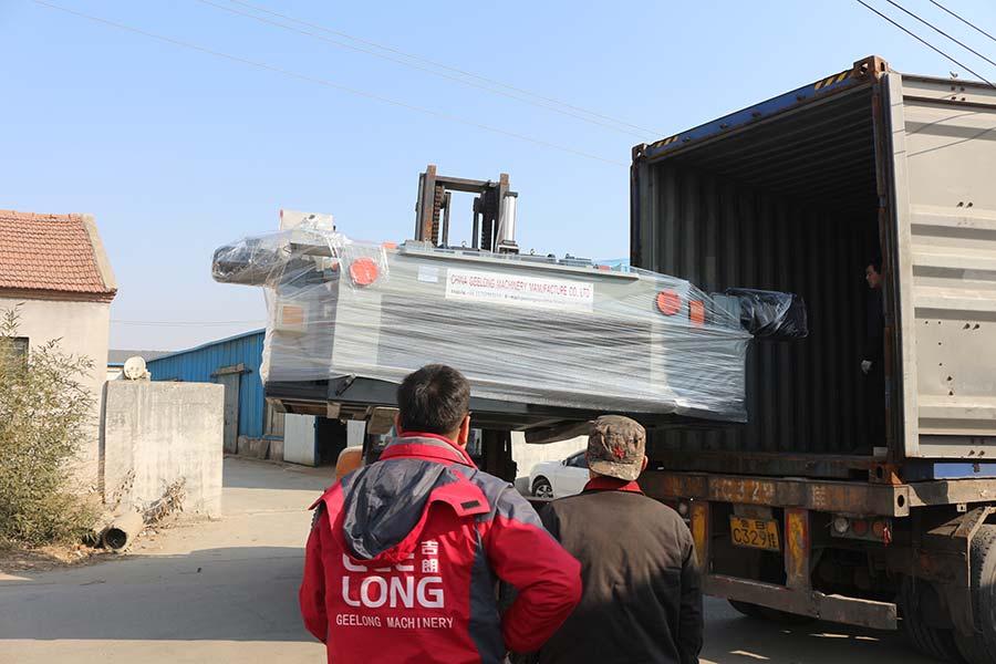 Ligne de déroulage de placage de bois de 4 pieds exportée vers d'anciens clients en Indonésie