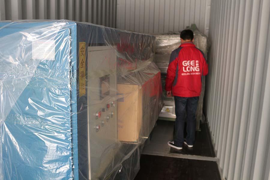ligne de pavage de placage de contreplaqué et machine de meulage de bord veneed exportée vers le Vietnam
