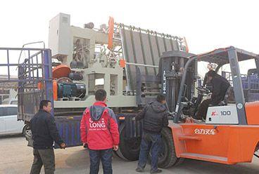 machine de déroulage de broche et machine de tondeuse de placage exportée au Cambodge