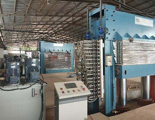 Création d'une usine complète de machines à contreplaqué en Côte d'Ivoire